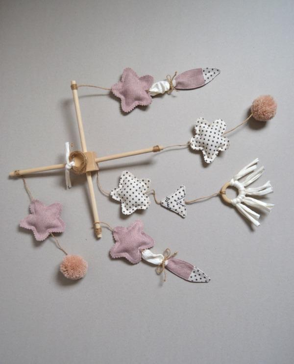 movil cuna bebe decoración rosa