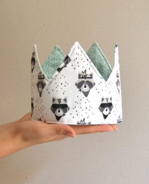 corona cumpleaños reversible mint, mapaches