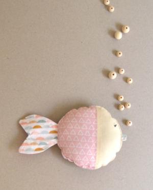 peluche pequeño hecho a mano pez rosa